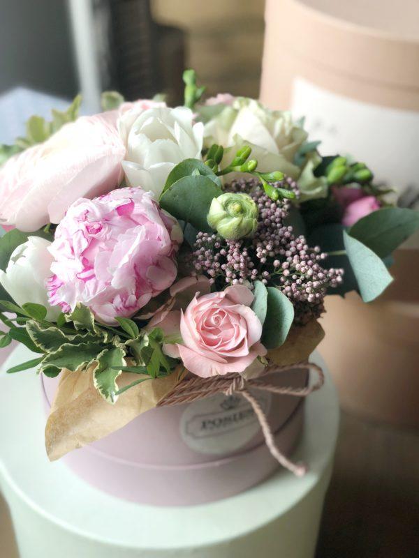 купить коробочку с нежным составом цветов