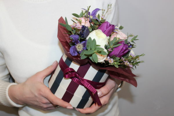 Купить яркую лиловую коробочку