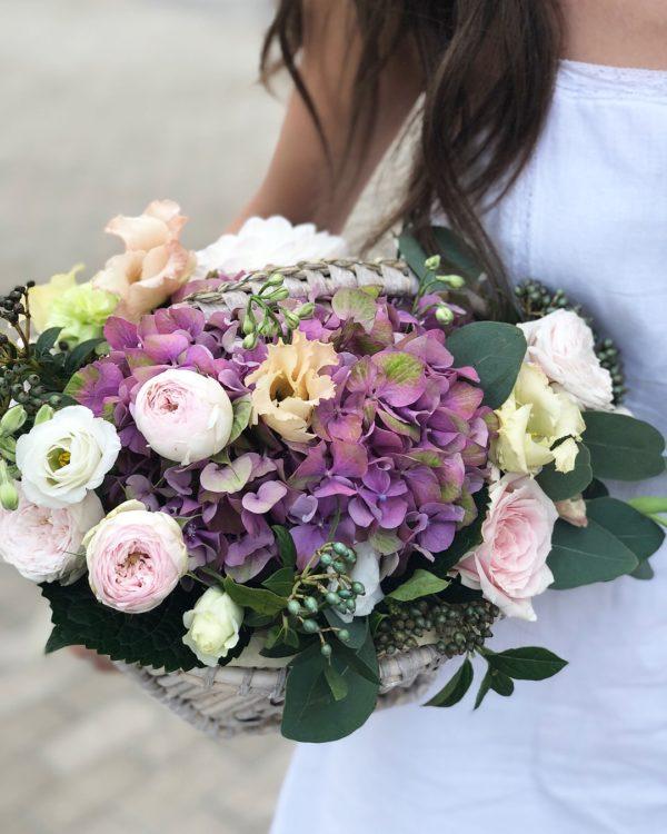 Купить корзину цветов в Минске